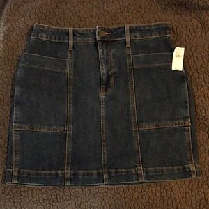 Old Navy jean skirt - size 6 NWT! Super cute!